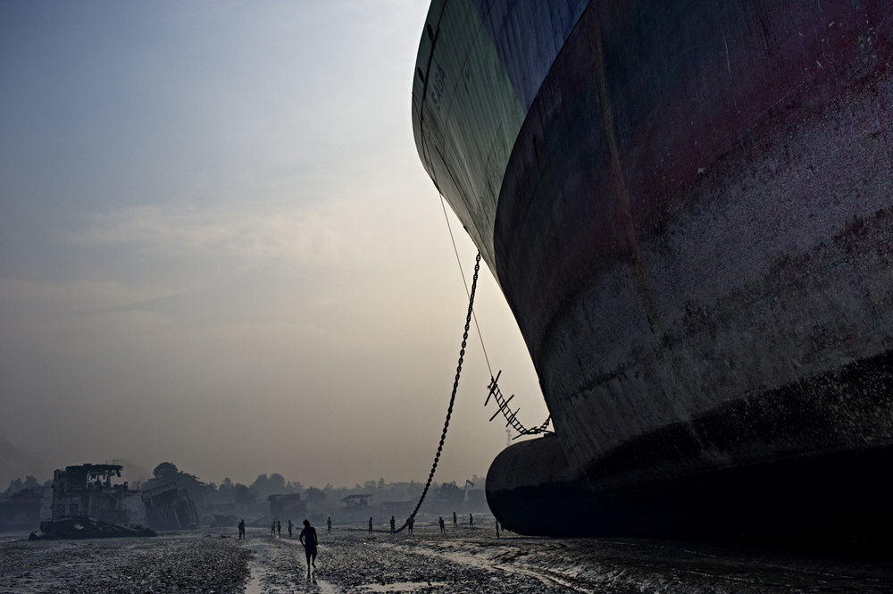 Manual shipwrecking, Chittagong / Bangladesh - 2010