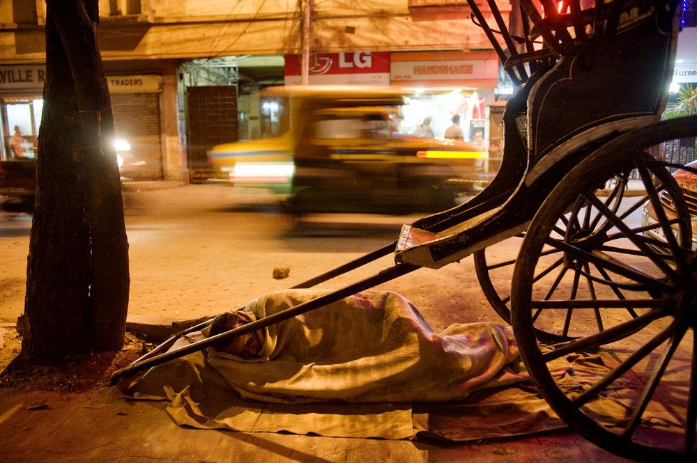 Rickshaw puller sleeping at the street, Calcutta / India