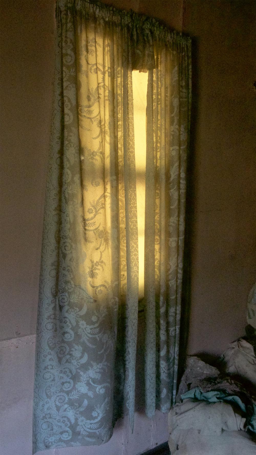 Carol-Lawrence-Back-Room-Curtains.jpg