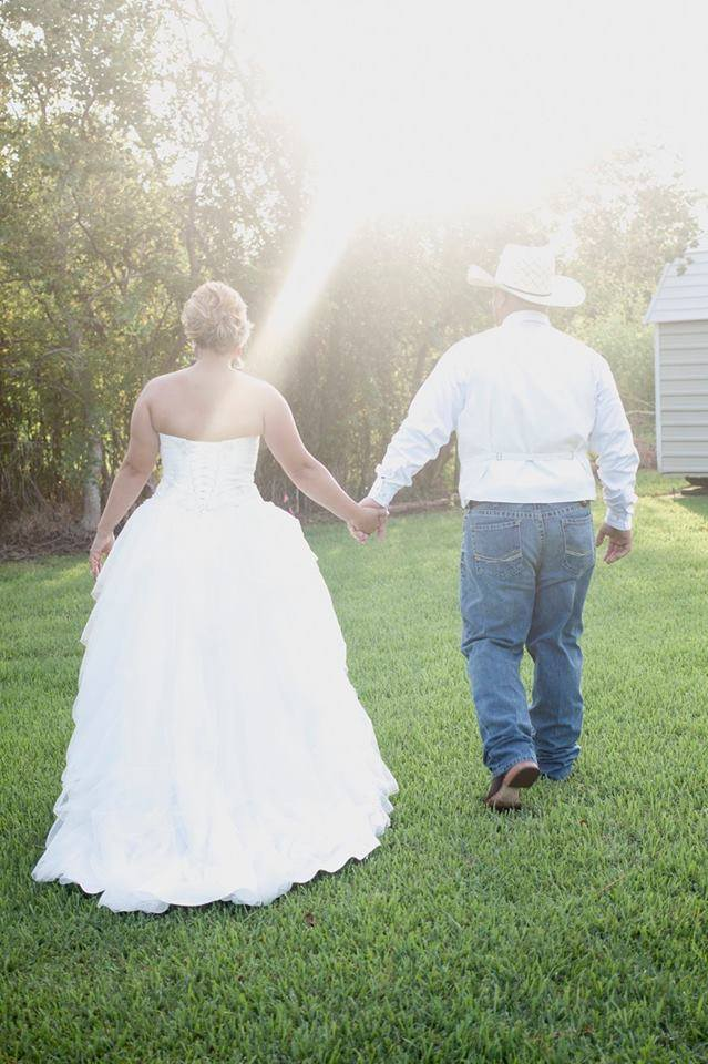 Outdoor Wedding Photos - A spring wedding outside means plenty of hours of sunlight to snap pictures with your loved one