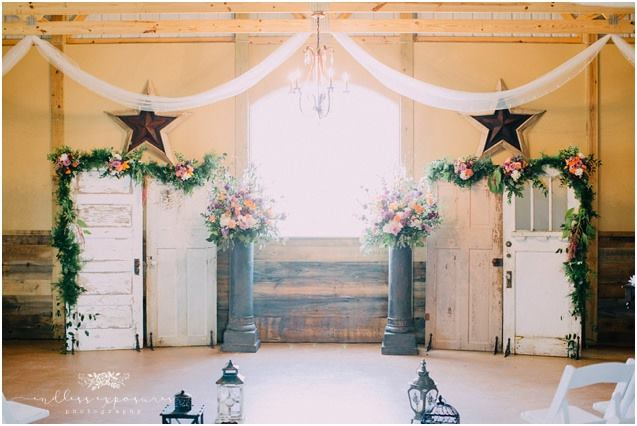 Trendy Rustic Decor - Our all inclusive packages are filled with trendy rustic decor options so you don't have to pay for anything extra.