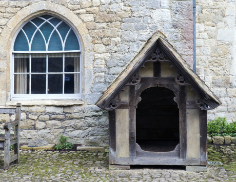 The estate dog house