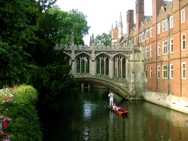 punting-on-the-cam-cambridge