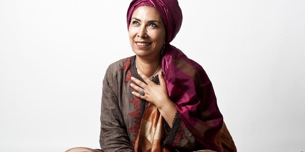 Kan ya ma kan… - Il était une fois…: Formulette magique qui rassemblait tous les enfants de la maison autour de la grand-mère. J'ai gardé ces trésors et toutes les émotions qu'ils ont éveillées dans la mémoire de mon cœur. » Halima, conteuse marocaine, perpétue une tradition familiale. Elle a écrit dans la littérature orale de la majorité des histoires qu'elle raconte, en arabe et en français.