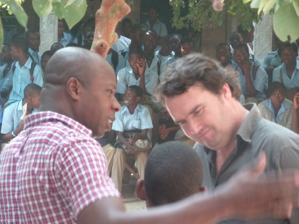 Gaétan Noussouglo and Bernard Müller during a worskop of the Zomayi project, Lomé, 2013. @Jean-Damien Fleury