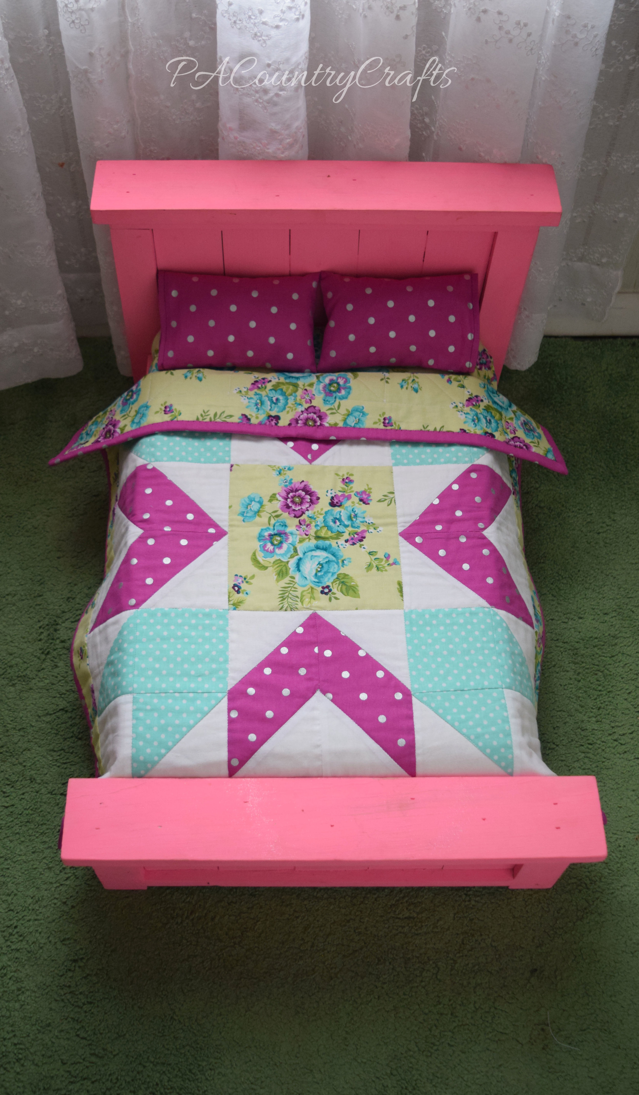 Pink farmhouse doll bed and quilt - free pattern for this star doll quilt