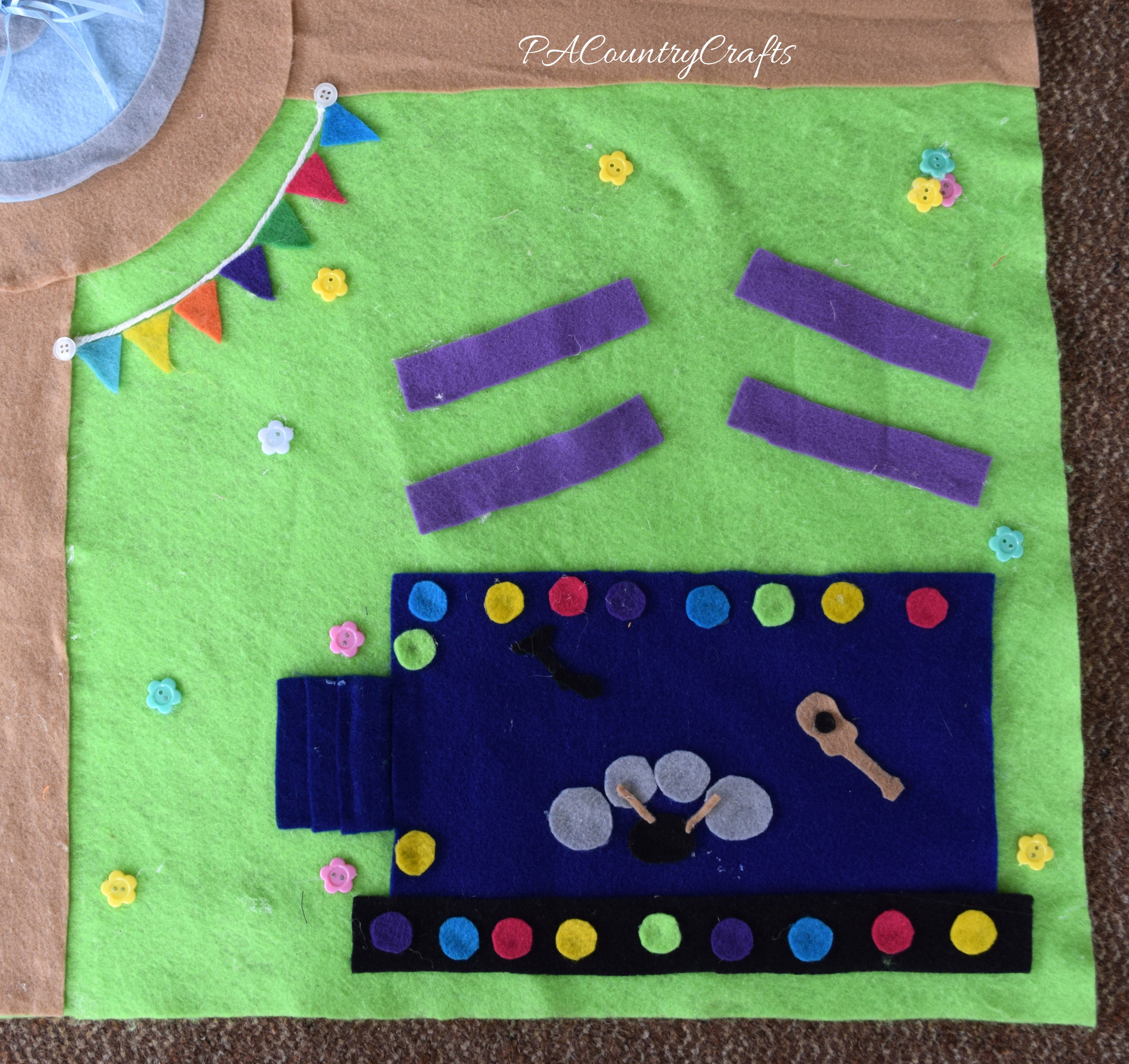 No-sew felt play mat with a concert stage