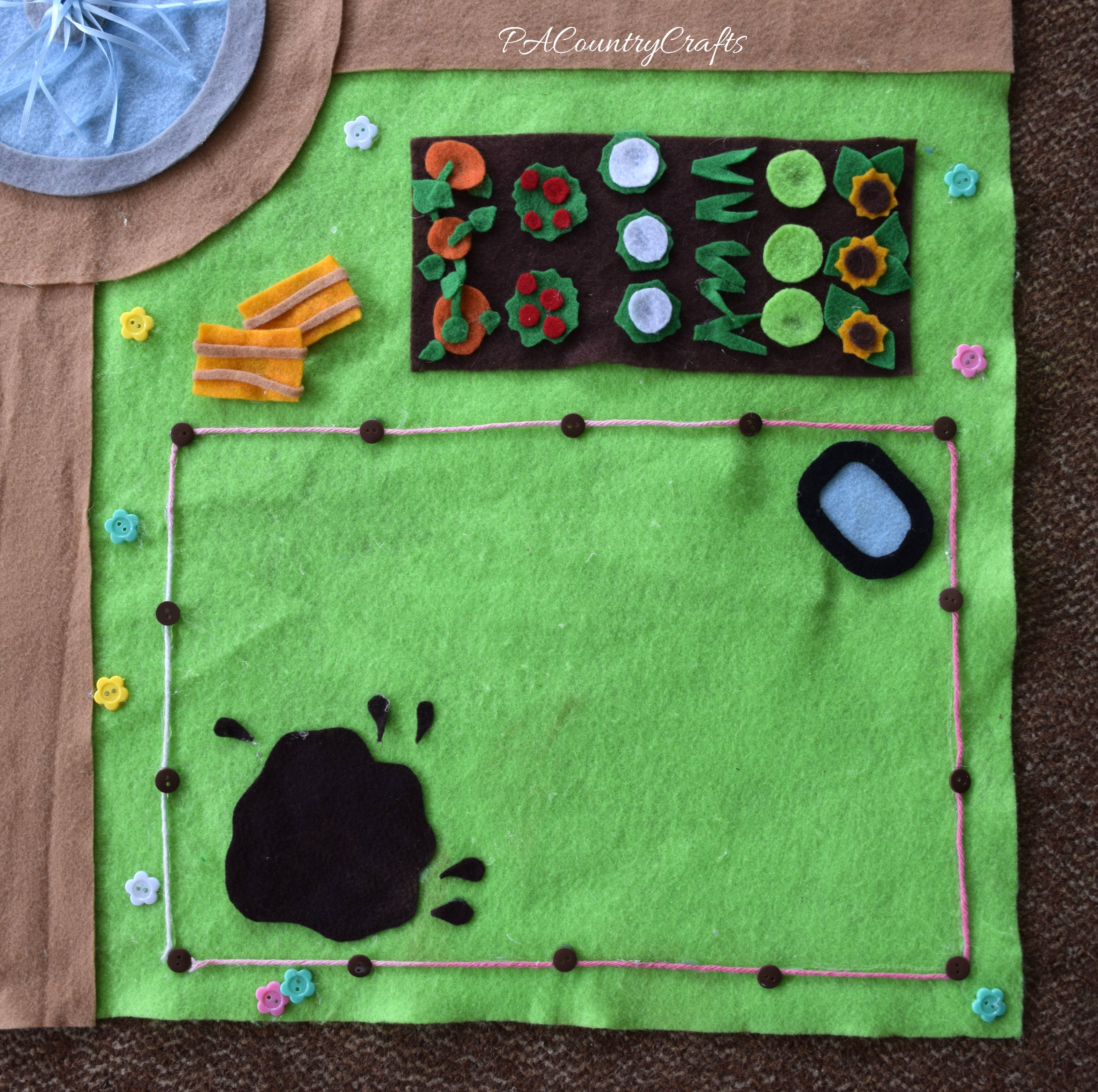 DIY No-Sew Felt Farm Play Mat
