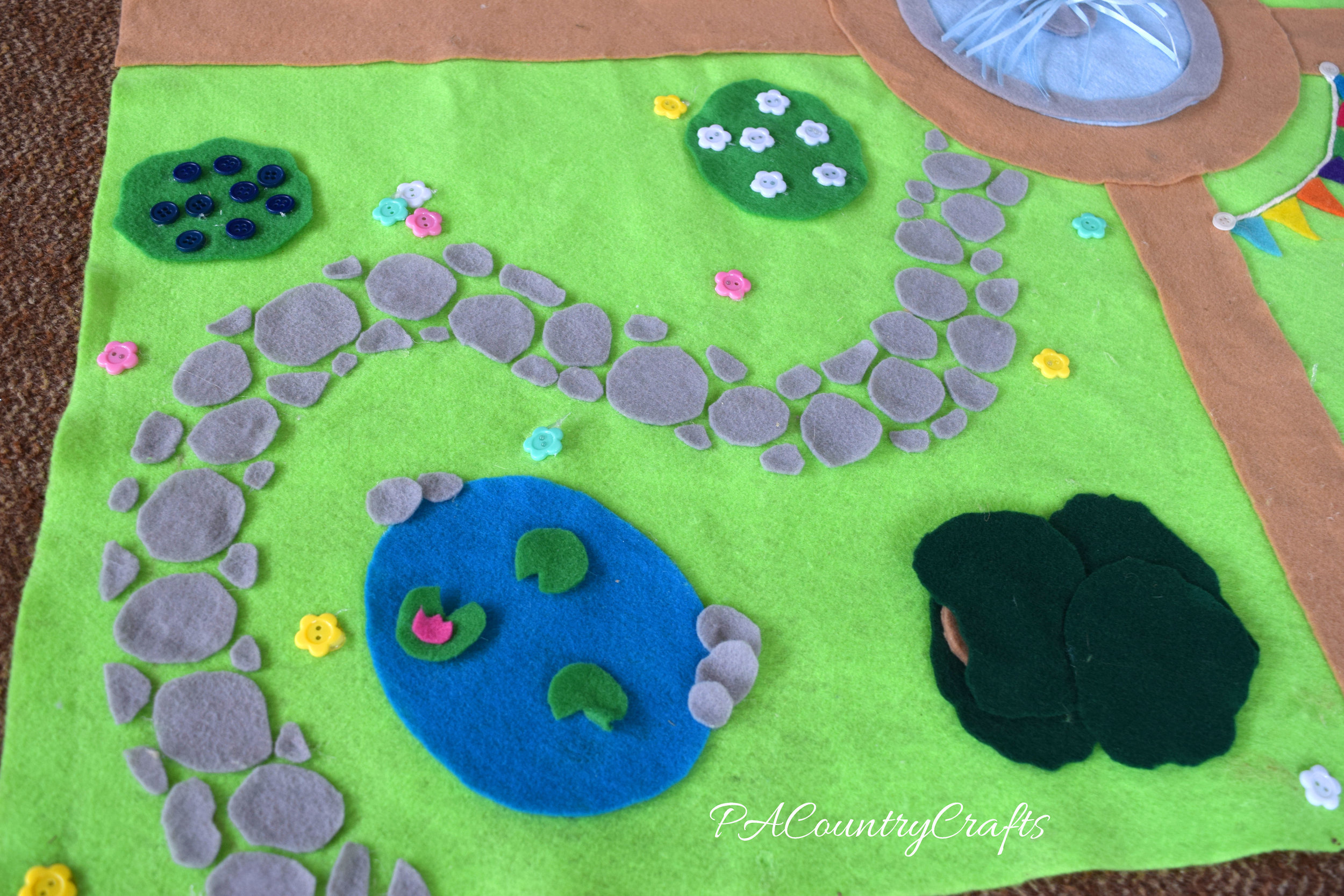 Make your own felt play mat.