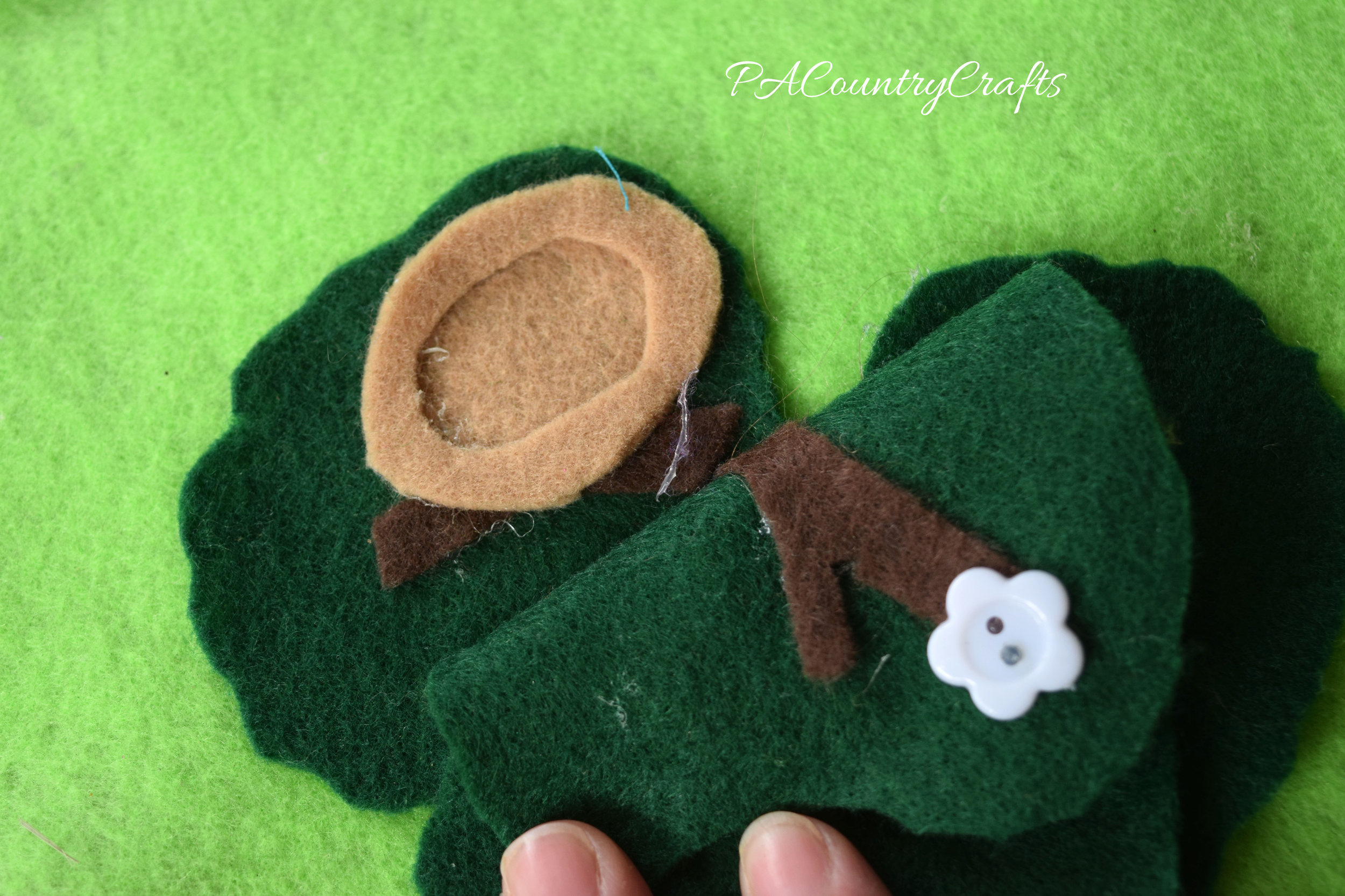 Felt bird's nest in a no-sew play mat