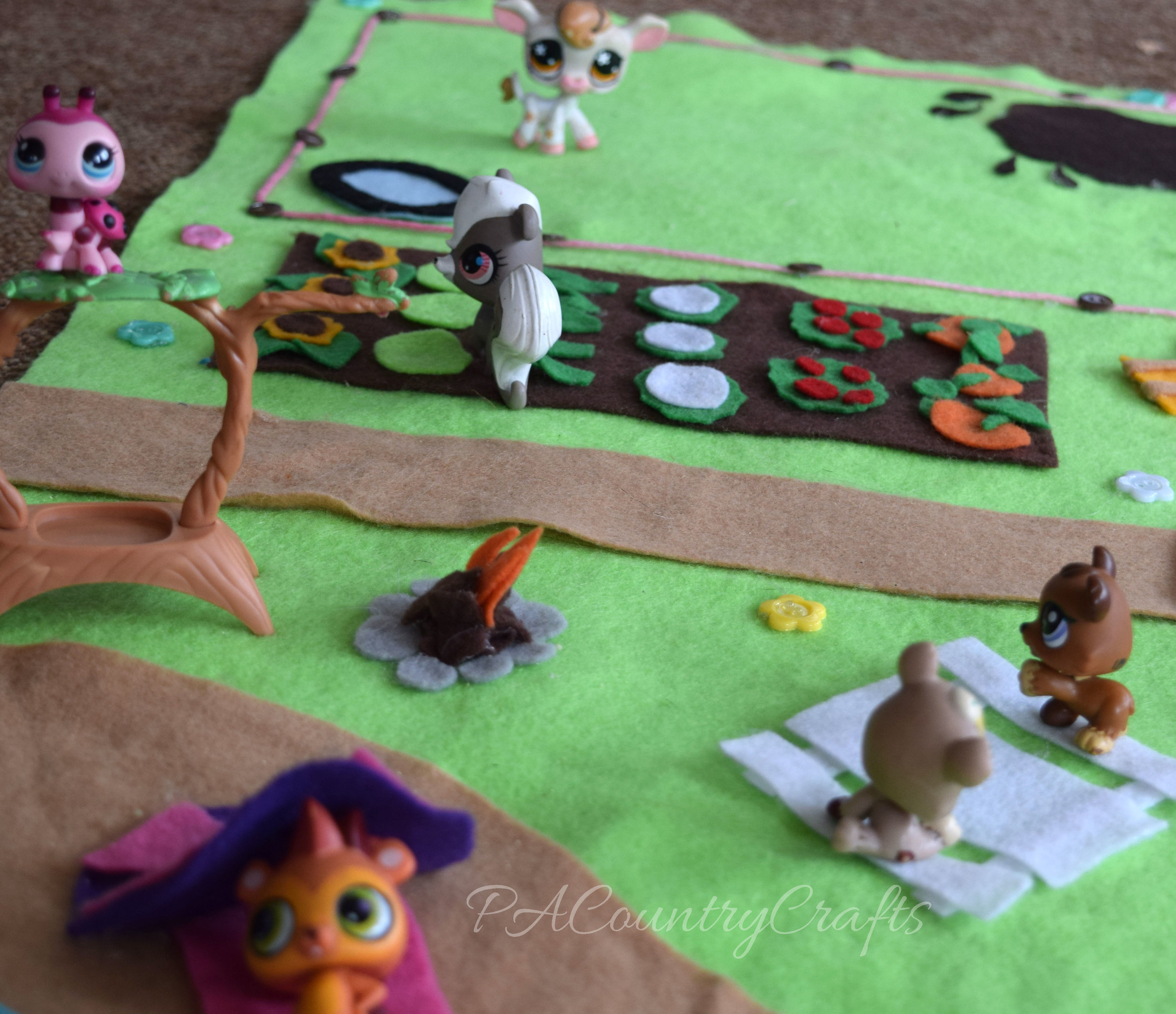 Littlest Pet Shop no-sew felt play mat
