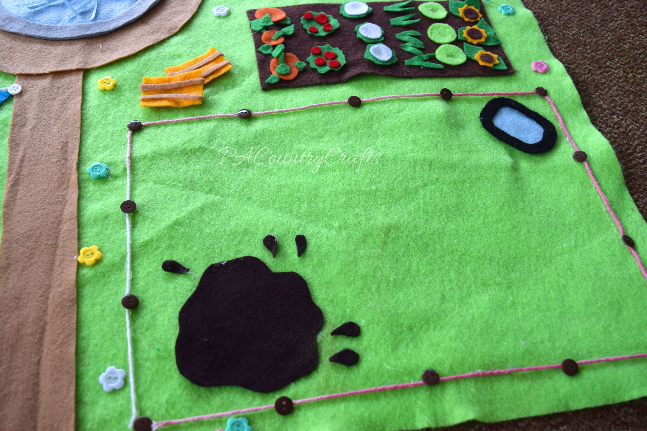 Farm felt play mat with mud for the pigs!