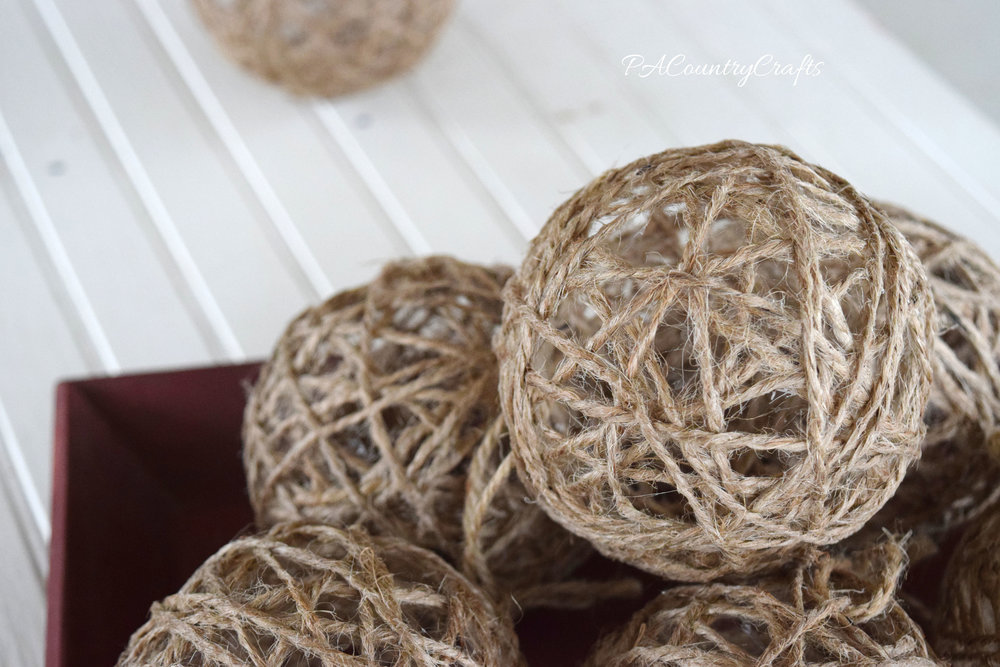 how to make twine ornament balls- so simple and perfect rustic Christmas decor!