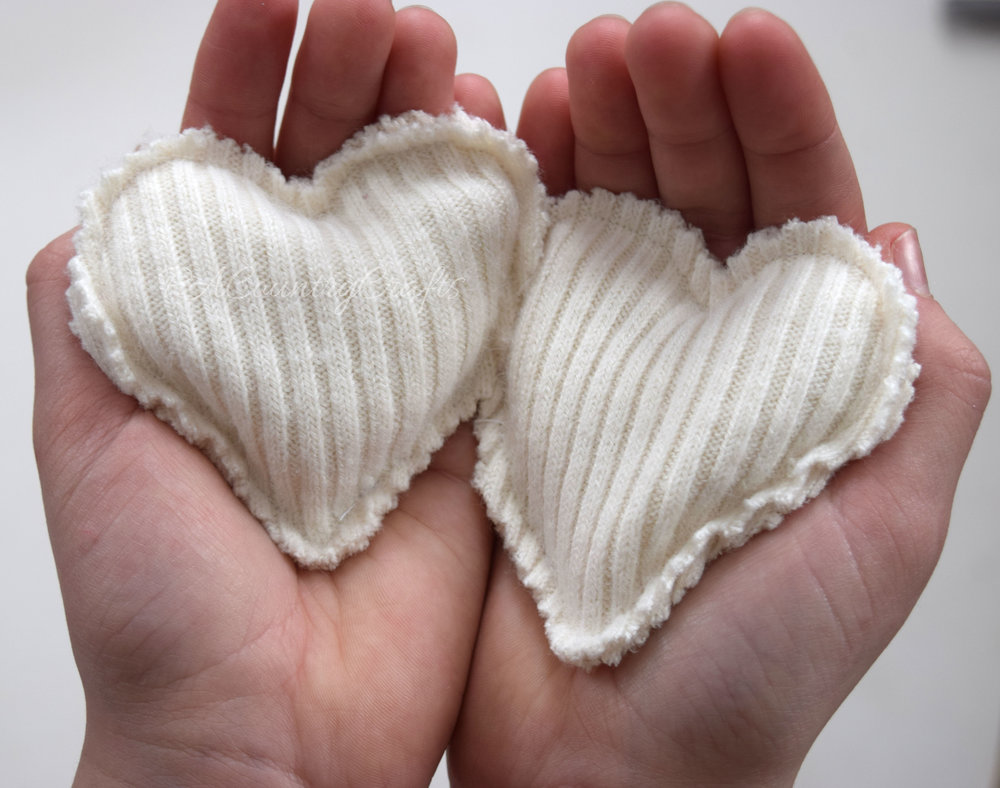 Step-by-step tutorial shows how to make hand warmers from old sweaters.