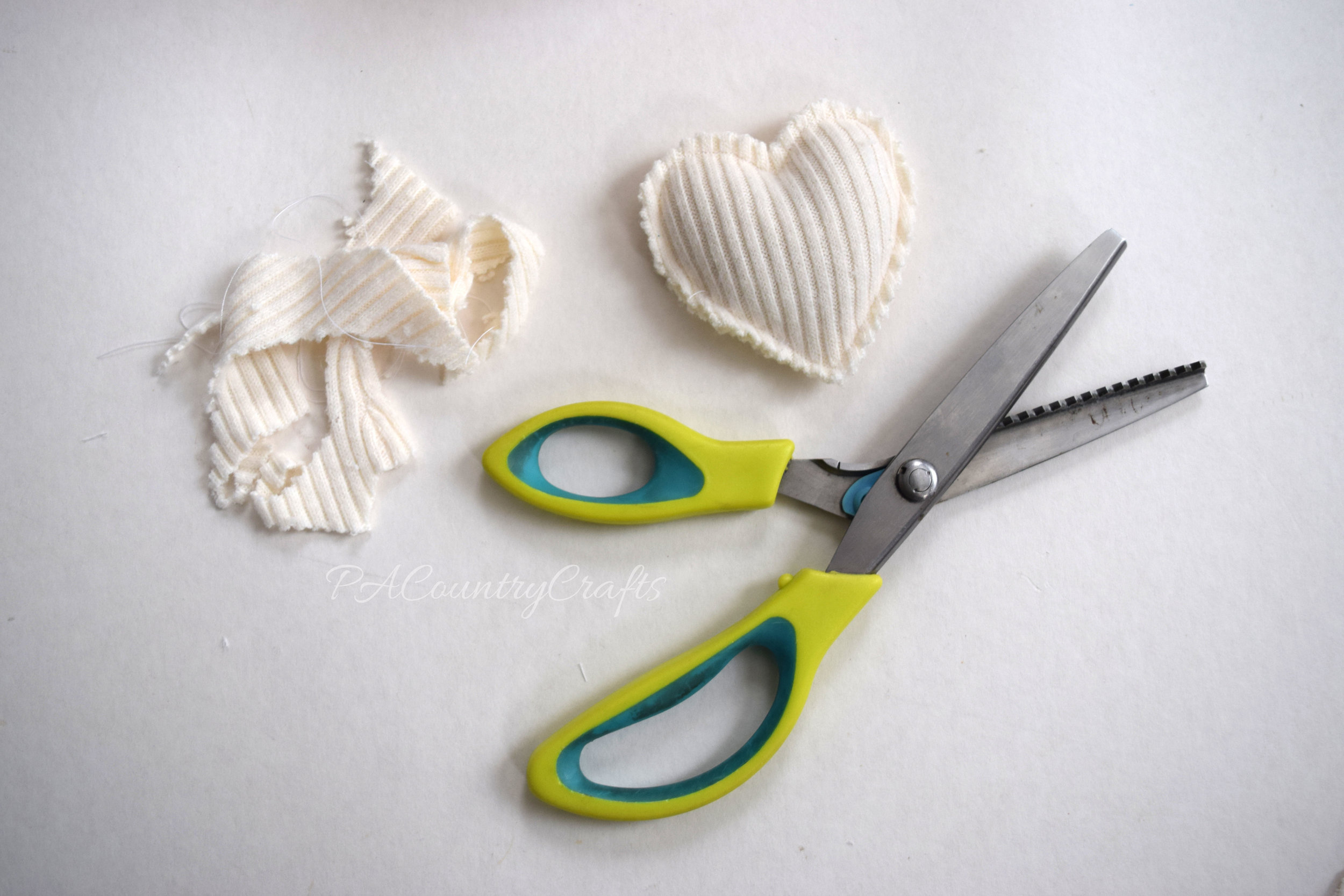 How to make hand warmers from old sweaters without small pieces to sew