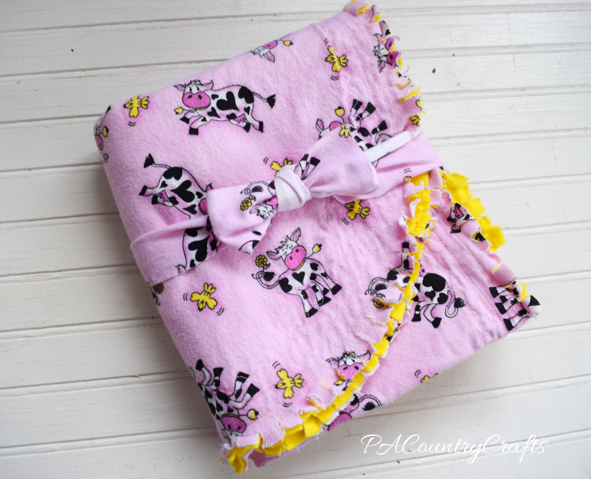 flannel-rag-edge-baby-blanket-with-cows