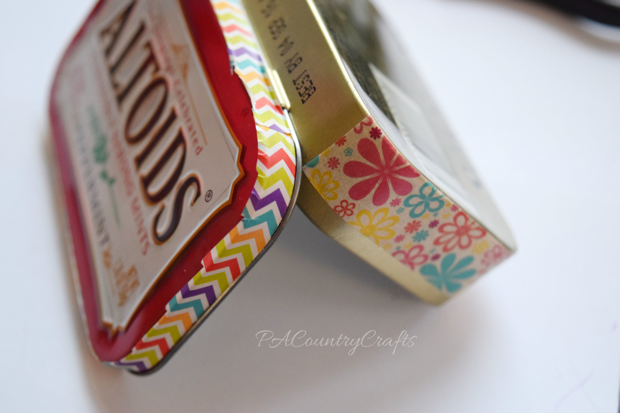 How to put washi tape on a tin with hinges
