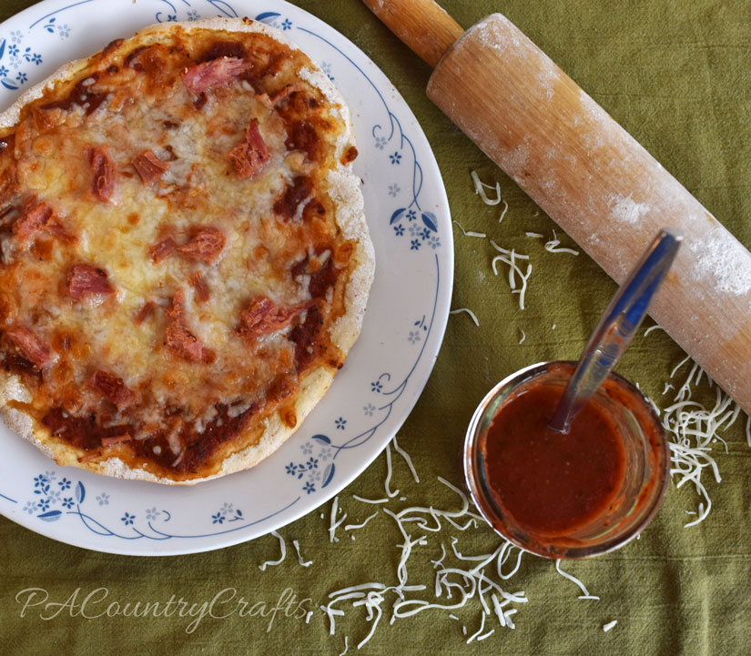 Fresh or canned pizza sauce