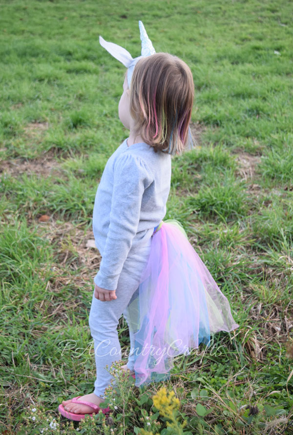 Super easy unicorn costume that anyone can make!