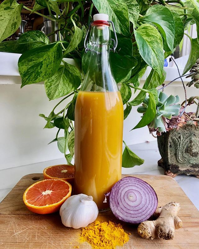 FIRE CIDER TONIC 🔥🔥🔥🔥🔥 I stumbled on this recipe one night in the depths of the internet and was really intrigued. The tonic is supposed to be good for just about everything - digestion, inflammation, your immune system, boosting your metabolism and so.much.more. It's basically vinegar infused with a bunch of vegetables, herbs and spices. I drink about a tablespoon before a meal once a day. If you're curious definitely try it out! Ingredients below 😛 . 1 freshly grated horseradish root, 1 freshly grated ginger root, 1 chopped onion, 14 chopped garlic cloves, 1 orange, 3 habanero peppers & 1 tbsp turmeric powder. Cover it all with apple cider vinegar and let it sit for 4 weeks then strain out the ingredients. Add honey to taste 💛 p.s mine turned out quite spicy so use less habanero if that's not you thing!