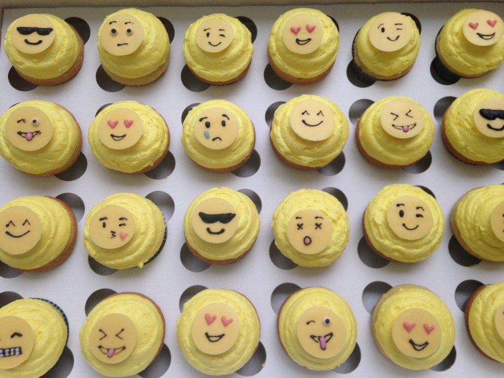 CupcakesEmoji.JPG