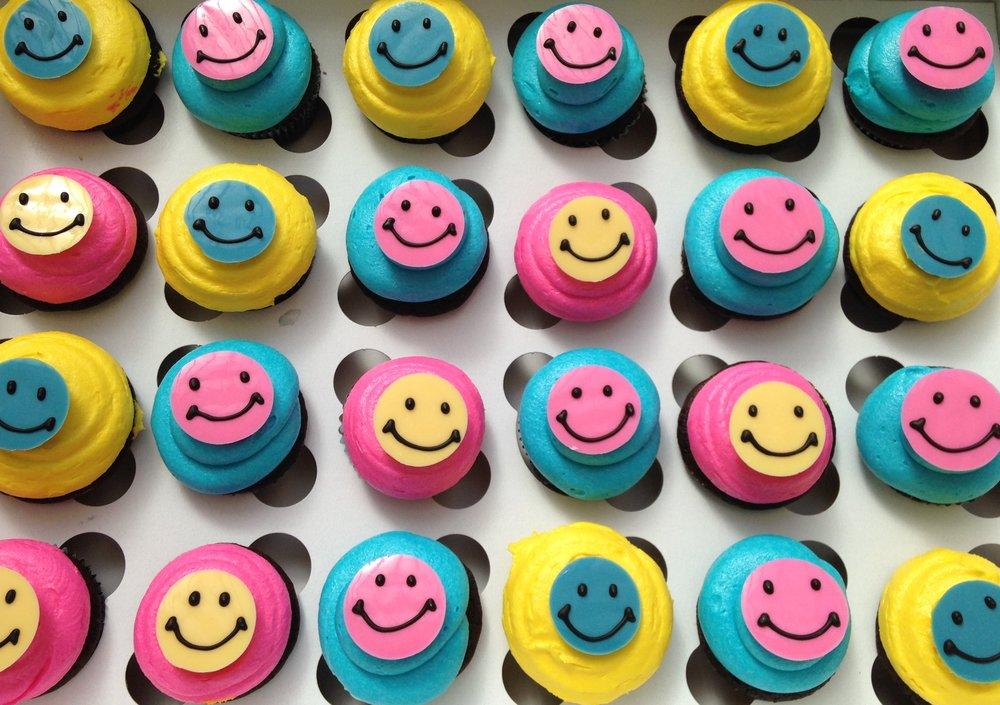 CupcakesEmoji2.JPG