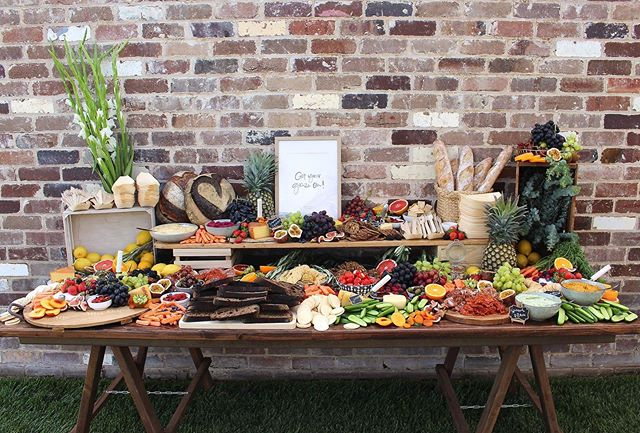 This weekend I had the pleasure of creating this grazing table at a beautiful friend's wedding in Bathurst 🧀🍇 If you'd like something like this at your next party or function, please get in touch! Perfect for weddings, engagements, birthday parties and hens nights 👰🏼💍🎊
