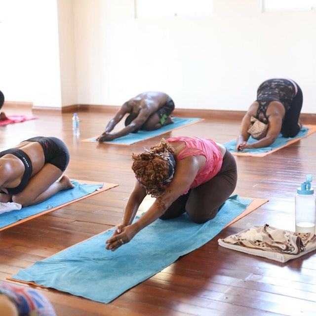 It's easy to see the physical benefits of yoga after one session: rosy cheeks, glowing skin, a sense of full-body calm. Yogis know that a regular practice can build lean muscle while increasing strength and flexibility  Take a class today... make this Monday your day to start.. see you on the mat! Namaste 🙏🏽 #bikramyoganairobi #hotyogakenya #yogaeveryday #practicemakesprogress #dedication #startoftheweek #yogalifestyle #bikramcommunity #yogainafrica #wellness #healthyliving #seeyouonthemat #bikramyogisofkenya