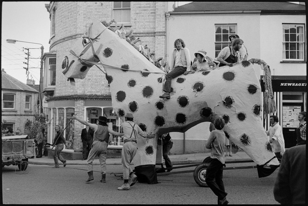 Torrington May Fair, Torrington, May 1975. Documentary photograph by James Ravilious for the Beaford Archive © Beaford Arts