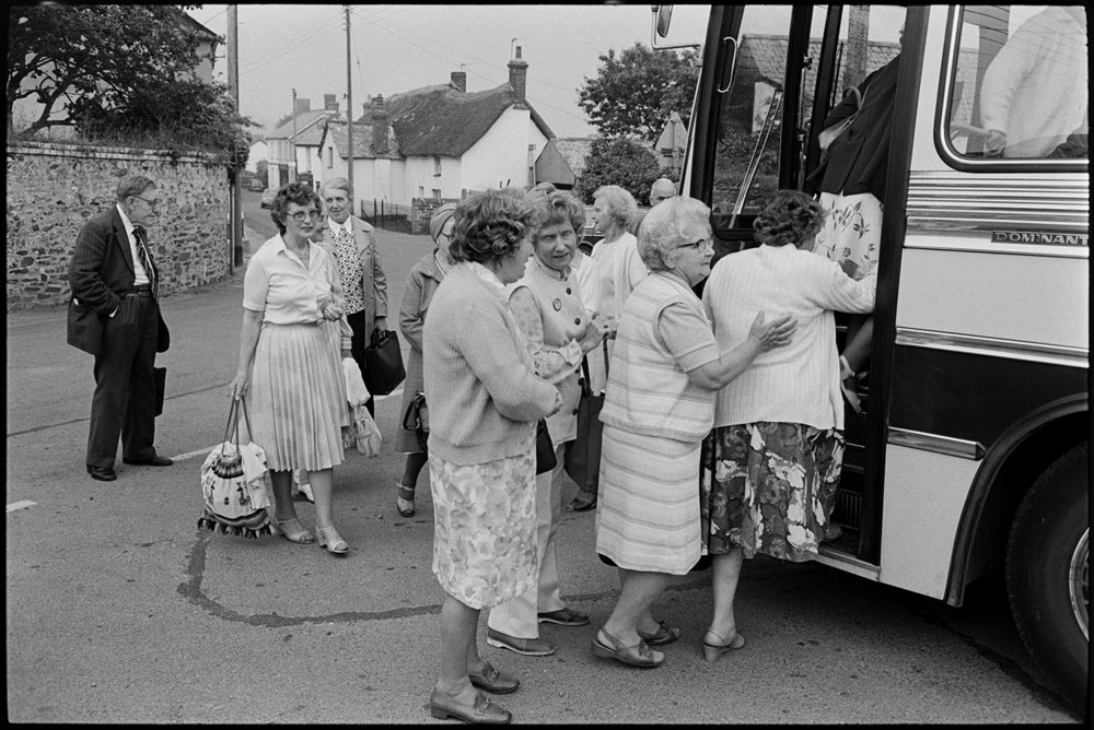 Women getting into bus on Friday market day, Dolton, July 1983. Documentary photograph by James Ravilious for the Beaford Archive.