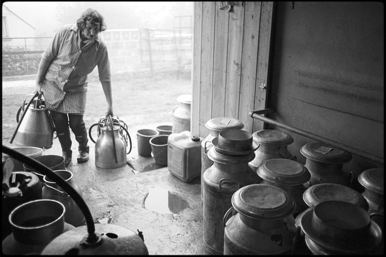 Valerie Medland doing the early morning milking, Petrockstowe, Hall Court Farm, October 1978. Documentary photograph by James Ravilious for the Beaford Archive.