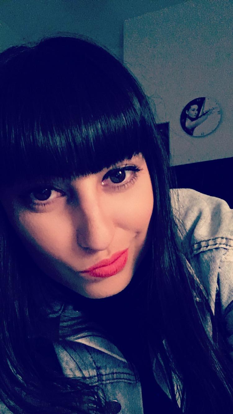 Lauren Poulter | Le Pie, Teeth & Tongue + Darts
