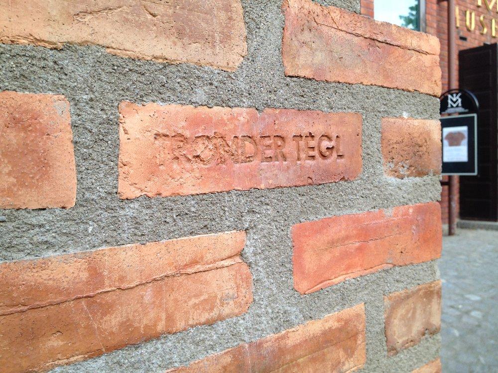To arkitektstudenter ved NTNU brant sin egen tegl i 2016, to år etter at siste teglverk i Norge er lagt ned.Se egen pdf fra prosjektet over av Anders Gunleiksrud og Sebastian Østlie på:  http://www.byggutengrenser.no/aktuelt/15/09/17/mur-og-betongdag-ntnu-2015