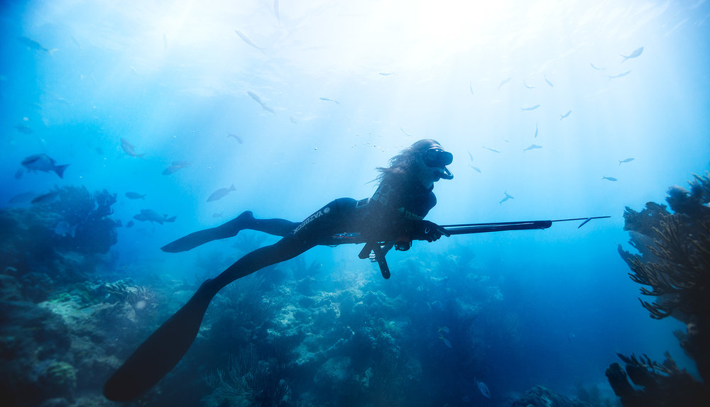 WOMAN.SPEARFISHING.jpg