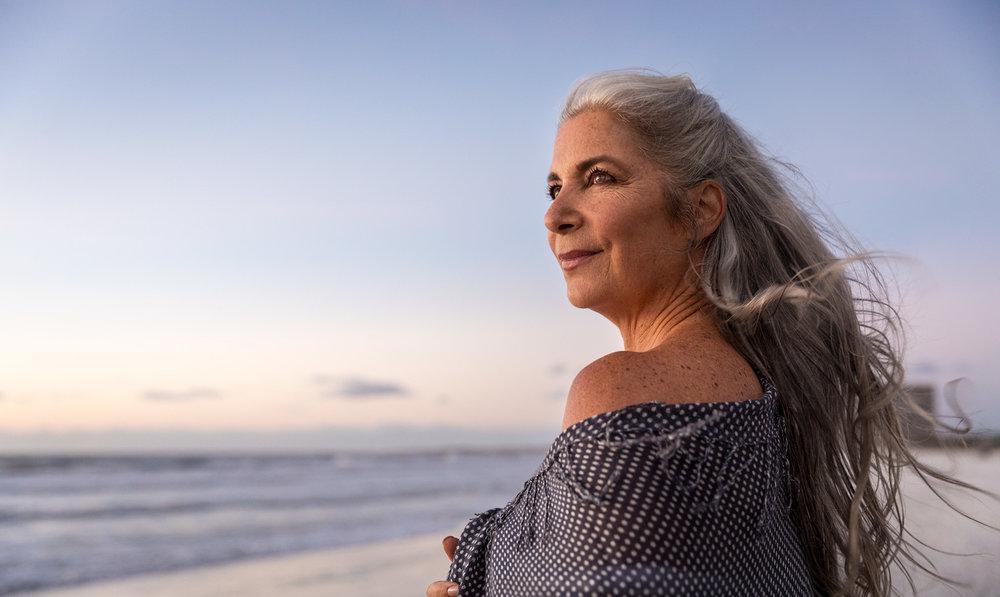 BOOMER.WOMAN.BEACH.jpg