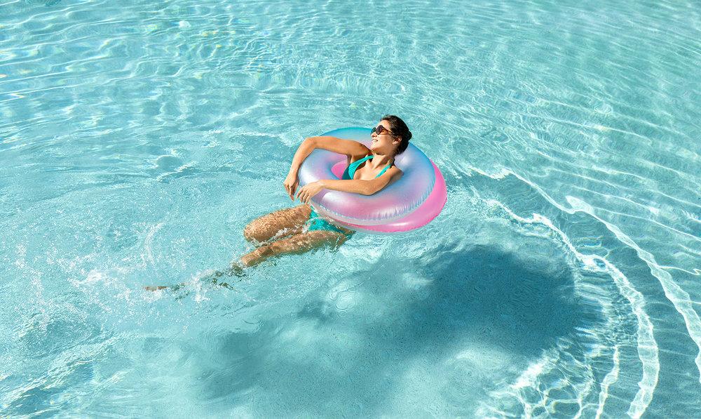27_Pool_HispanicMom_Day4_5190-1.jpg