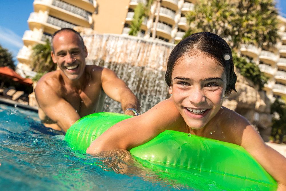 30_Pool_Caucasian_Family_UnderWater_Day4_18094-1.jpg