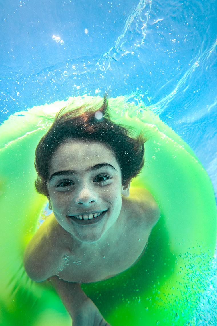 30_Pool_Caucasian_Family_UnderWater_Day4_18200-1.jpg
