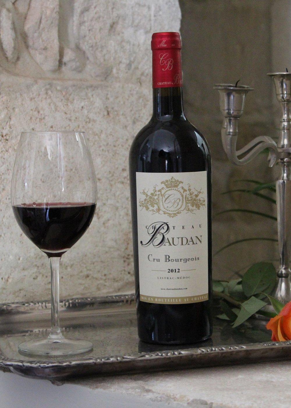 Château baudan - Ce vin se caractérise par une élégante robe, rubis, une finesse de tanins fruités, petits fruits rouges, beau volume en bouche. Elevage en fût de chêne.Appellation Listrac-Médoc Cru Bourgeois