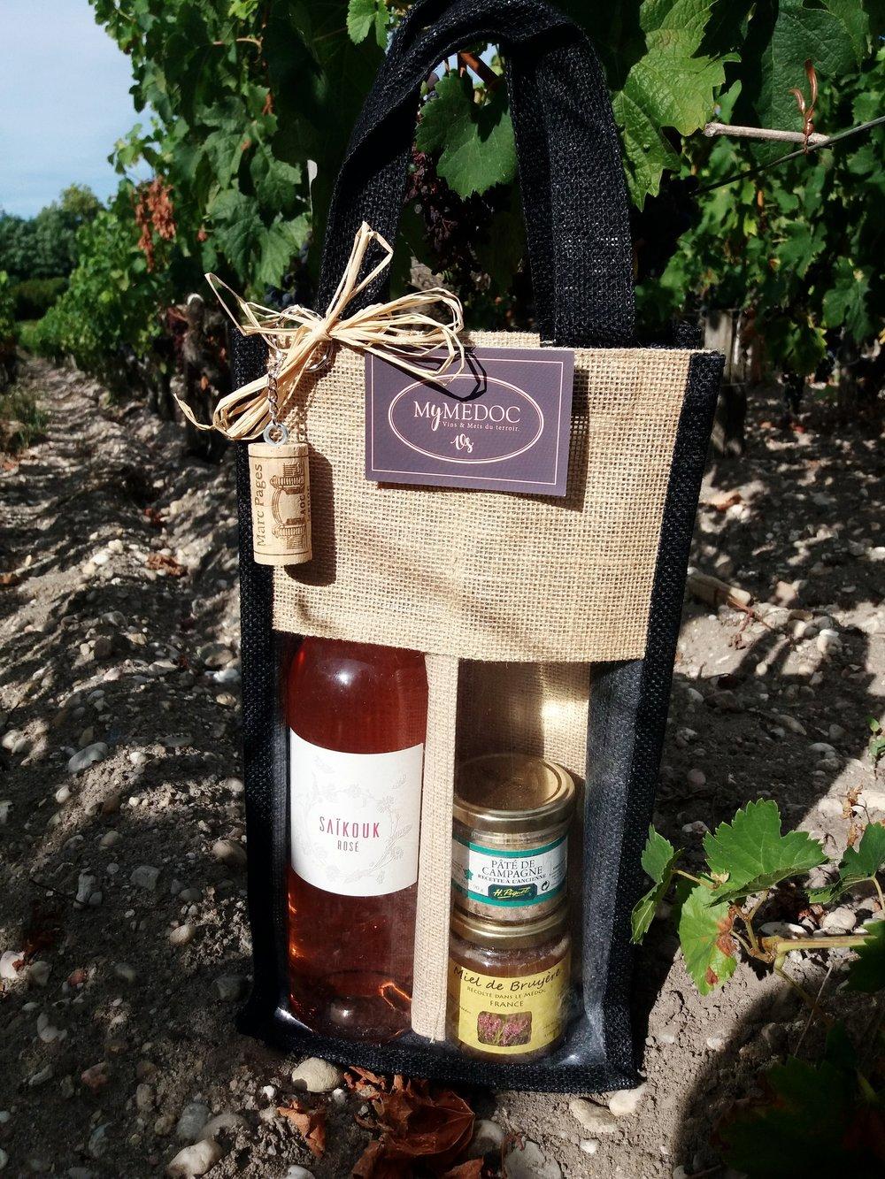 panier « PicNic rosé» - Ce panier est composé d'une bouteille de rosé du Château Saikouk, d'un miel et d'un pâté de campagne.Tarif : 26,90 €* Frais de livraison en supplément.* pour les professionnels et CE, nous contacter.