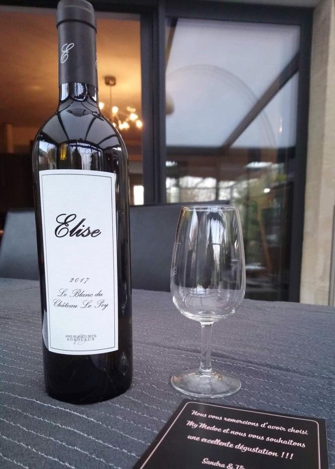 cuvée elise - La Cuvée Elise, Bordeaux Blanc Sec.Vendangée à la main, vinifiée et élaborée en Médoc.Vin fruité, frais, arômes grillés-vanillés, apportés par l'élevage en barriques.Vin idéal en apéritif ou pour accompagner vos poissons.