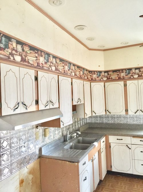 The Ugliest Kitchen In America — e Gardens on utopian kitchen, cleanest kitchen, old ugly kitchen, badly designed kitchen, painting ugly kitchen, pink kitchen, oldest kitchen,