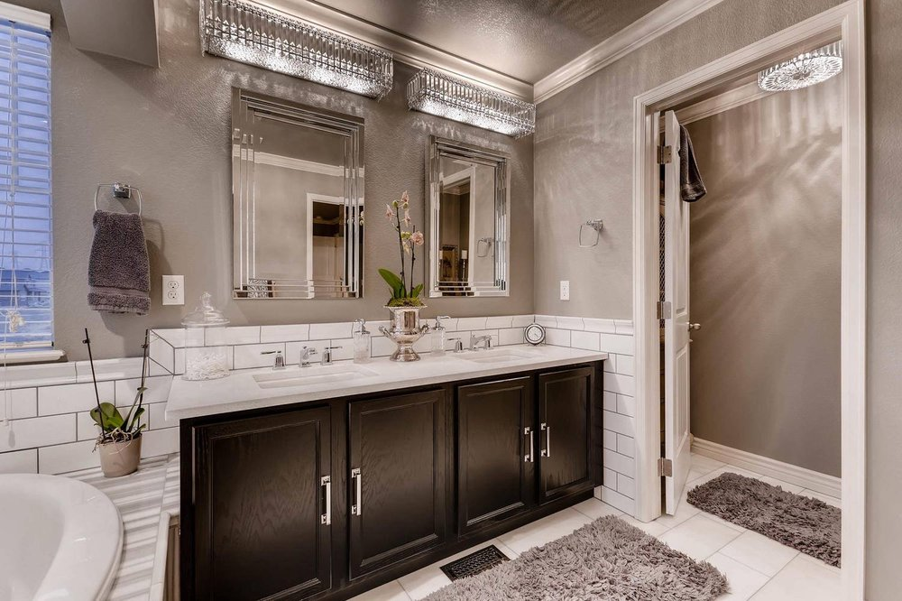 Yes, that is another chandelier in the toilet room.