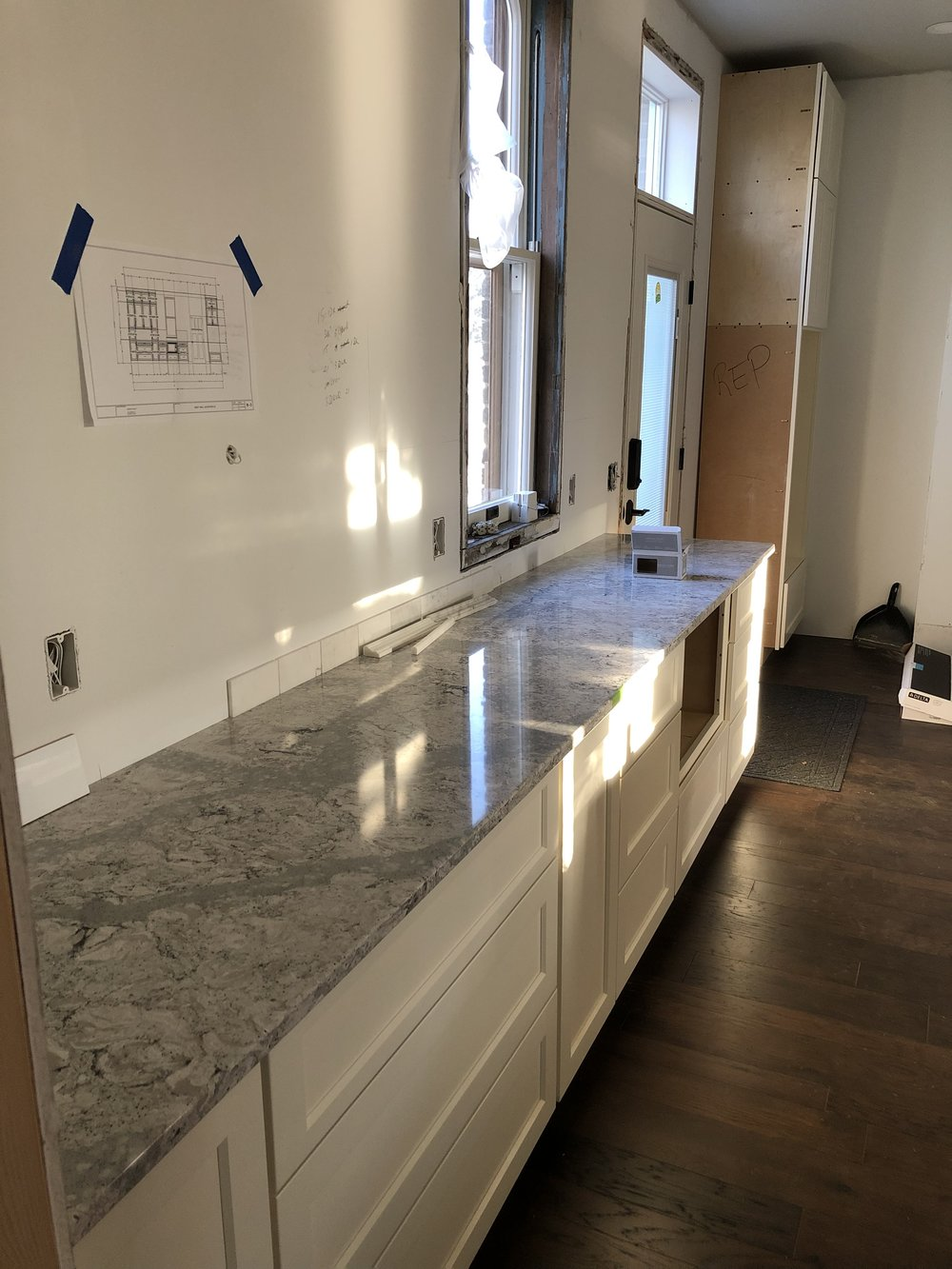 The countertops are in!