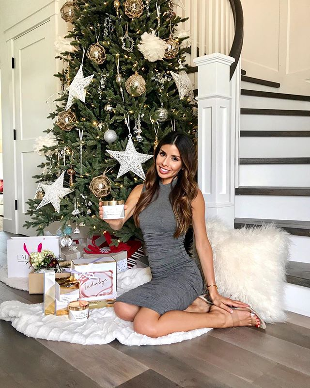 """⠀⠀⠀⠀⠀⠀⠀⠀⠀ •GIVEAWAY TIME• ⠀⠀⠀⠀⠀⠀⠀⠀⠀ It's the season for giving!  My friend Jessica (founder of Lalicious) and I are giving away 2 Lalicious """"The Collection Boxes""""- one for you and one for a friend! I cannot wait to share these amazing products with you all! I use them daily and they constantly keep my skin feeling extremely soft and moisturized- which is huge, especially in these dry winter months! Not only do these products deliver real results and contain quality ingredients they also smell AMAZING. What more could you ask for?! ⠀⠀⠀⠀⠀⠀⠀⠀⠀ ———————— ⠀⠀⠀⠀⠀⠀⠀⠀⠀ FOR YOUR CHANCE TO WIN: ⠀⠀⠀⠀⠀⠀⠀⠀⠀⠀⠀⠀⠀⠀⠀⠀⠀⠀ •FOLLOW both @lizetteludwig_rn and @lalicious_la •Like this post, comment and tag a friend ⠀⠀⠀⠀⠀⠀⠀⠀⠀⠀⠀⠀⠀⠀⠀⠀⠀ *You have until 12/21 to enter* ⠀⠀⠀⠀⠀⠀⠀⠀⠀⠀⠀⠀⠀⠀⠀⠀⠀⠀ Good Luck and Happy Holidays!"""