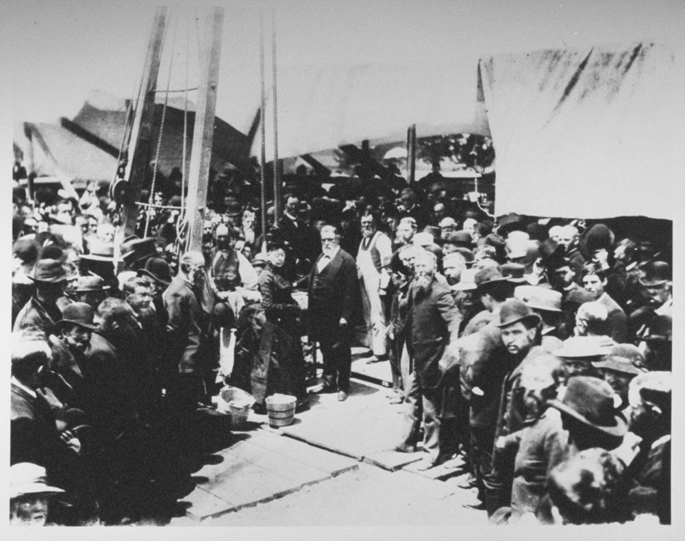 Leland & Jane Stanford with construction workers