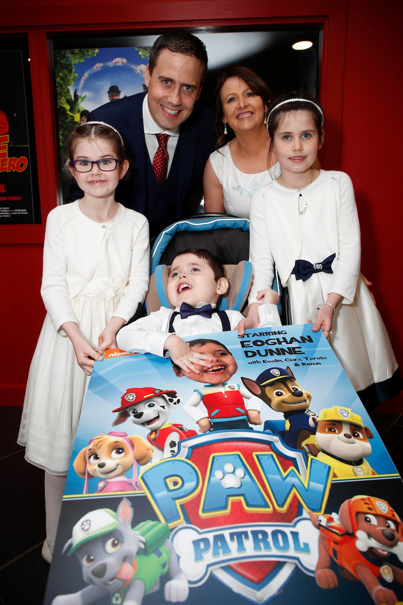 The Dunne Family at the 2017 LauraLynn Oscars – Ronan and Teresa with Eoghan and sisters and Ciara (l) and Keelin (r)