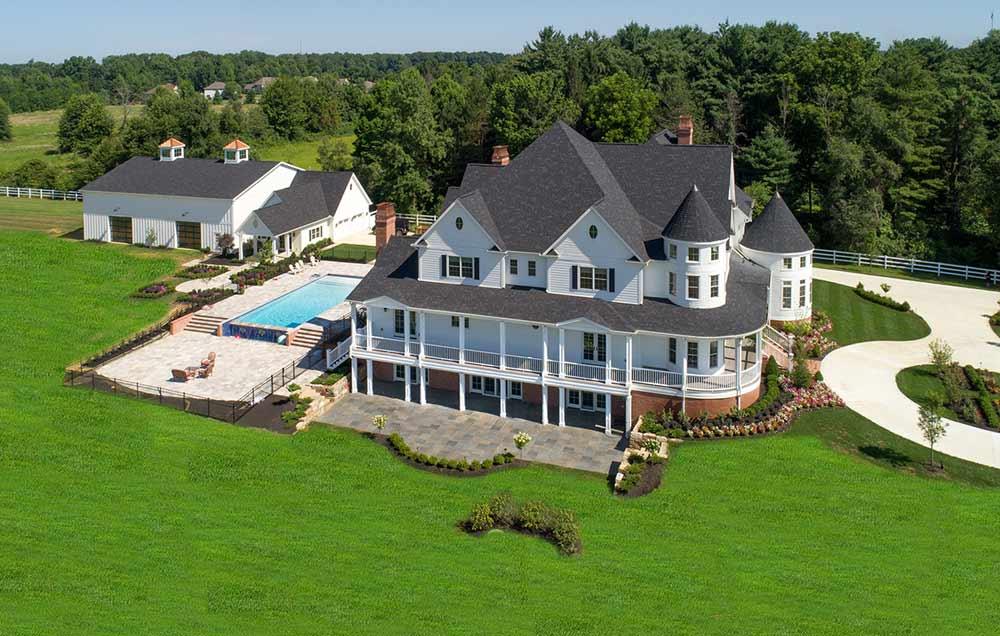 side_and_backyard_of_large_custom_luxury_home_builders .jpg