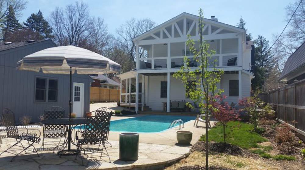 backyard_pool_by_custom_luxury_home_builder.jpg