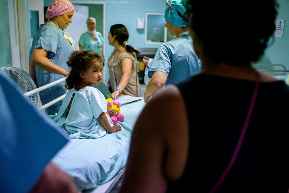 Ebony, at age 2.5,  looking back at Julia as she is wheeled off for her first surgery.